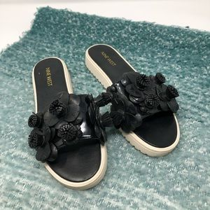Ann Taylor • 6 black plastic flower slides